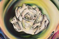 un delicato bocciolo di rosa, che nella sua purezza e luce, si apre alla magia, alla poesia, ed al lirismo della vita
