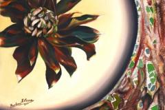 un caldo ed avvincente fiore racchiuso in un mare di luce e verdeggiante giada